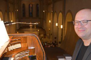 An der Orgel: Wolfgang Bitter